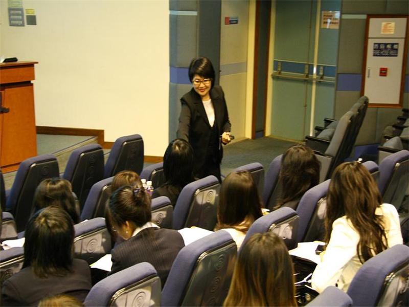北京航空航天大学在职研究生课堂氛围图